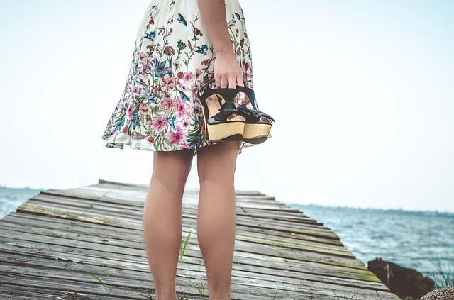 Si optas por la depilación con cuchilla no te olvides de cambiar las cuchillas cuando estén gastadas para lucir unas piernas perfectas