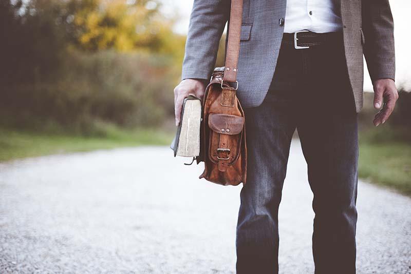 Hay distintos consejos de estilo para hombres calvos que te ayudarán a conseguir un aspecto elegante