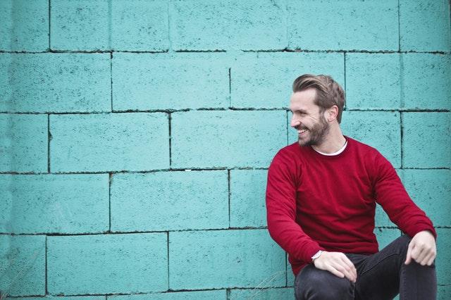 ¿Tienes picor en la barba? El truco está en lavar tu barba, secarla, hidratarla y peinarla.