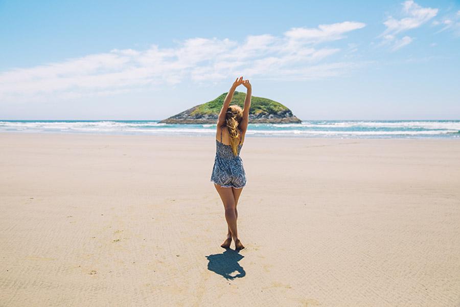 Otro de los pasos para presumir de piernas este verano radica en practicar deporte y seguir una dieta saludable